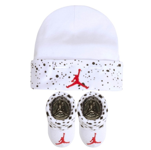 watch 4ae91 ea2d0 Jordan Infant Boys Hat and Bootie Combo